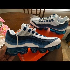 Men's 7.5 women's 9 brand new air max